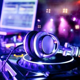 Επαγγελματίες Μουσικοί και dj φροντίζουν για τη διασκέδασή σας…